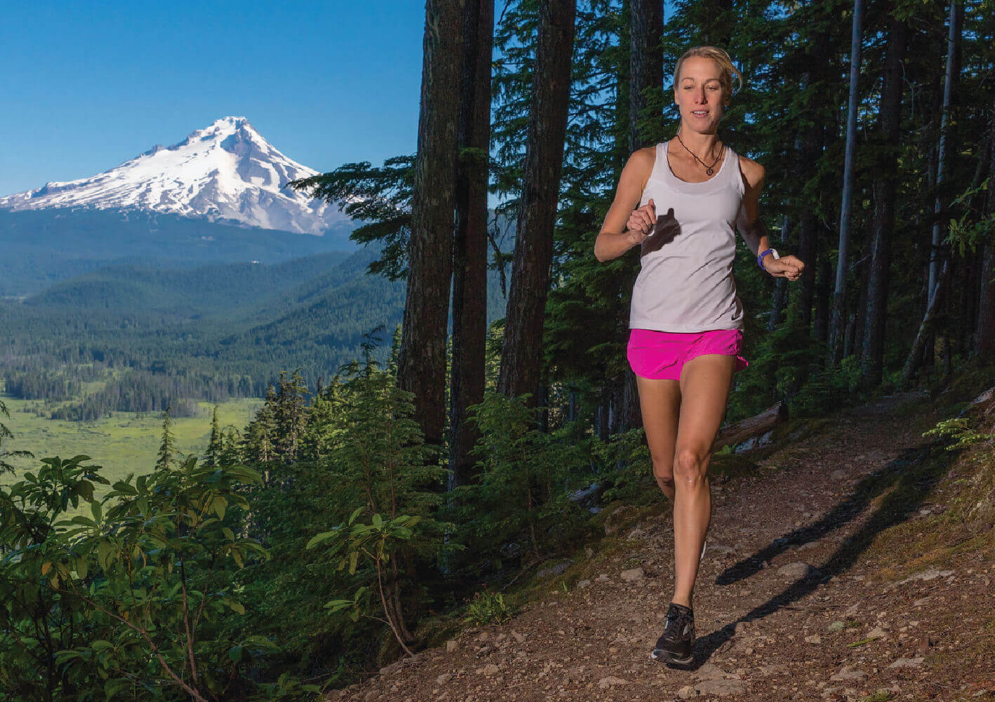 Spenco​ ​brand​ ​ambassador,​ ​Melissa​ ​Ruse​ ​running​ ​mid-race​ ​in​ ​a​ ​city